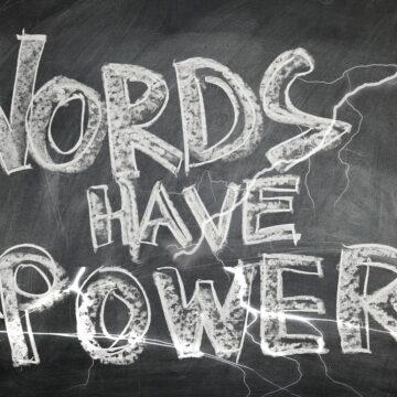 W kilku słowach… o języku i mocy